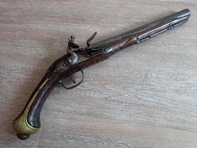 křesadlová balkánská velká pistole