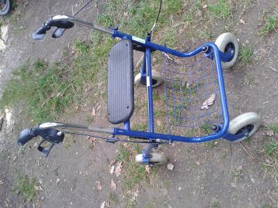 chodítko invalidní - viz foto - viz foto