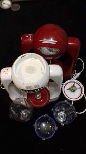 Robot - Mixer na nápoje + příslušenství + 1x nefunkční na ND
