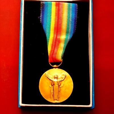 1914-1918 1,Světová Válka Spojenecká bronzová medaile v etui ,pěkná