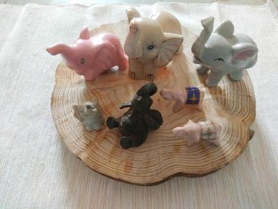 Různé sošky slonů