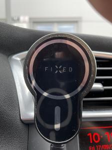 FIXED držák do auta s bezdrátovým nabíjením Maglick, MagSafe