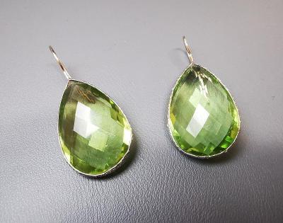 Stříbrné náušnice Ailoria, zelený ametyst (kvalita AAA). PC: 3200 Kč.