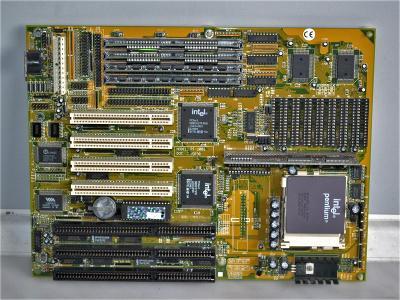 základní deska s procesorem Pentium - 75 MHz (44)