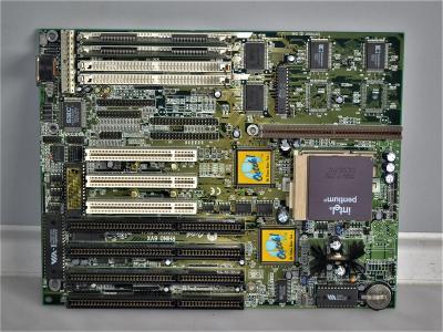 základní deska s procesorem Pentium - 120 MHz (46)