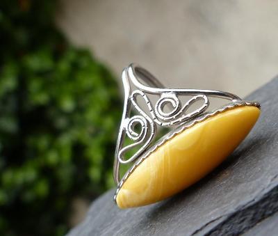 Starožitný prsten, jantar? či imitace