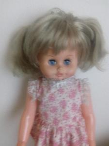 Krásná mrkací a plačící retro panenka, sběratelská