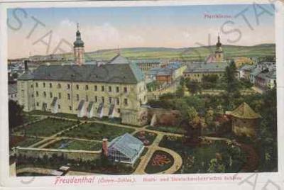 Bruntál (Freudenthal), klášter, v pozadí farní kos