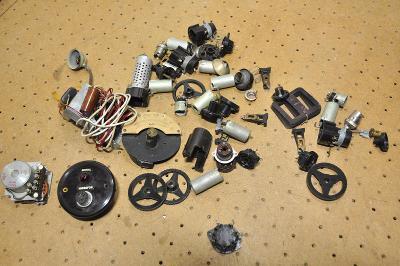 Mix elektronických součástek - různé, vysílačka?