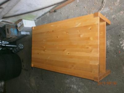 Starší konferenční stolek