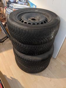 Originální 4x plechové disky VW Passat, zimní pneu 195/65 R15,viz foto