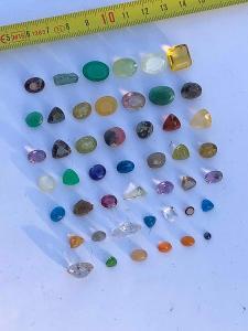 Drahokamy LOT originály 47 kusů + herkimer křišťál krystaly .