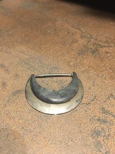 –Závěs, přívěšek, ATYPICKÝ, stříbrný kov+šedý komponent, zajímavé:–