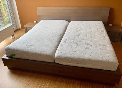 Postel, noční stolky, rošty, matrace