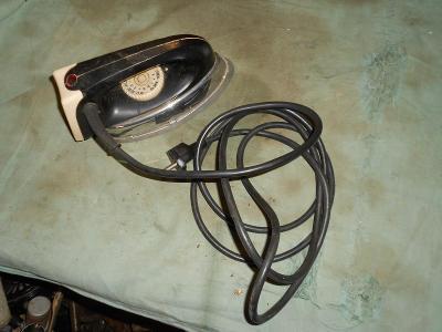 Stará elektrická žehlička ETA,funkční,půdní nález