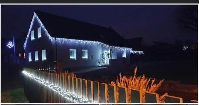 Vánoční venkovní osvětlení krápníky se záblesky 25m Studená bílá