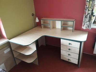 Pracovní psací stůl
