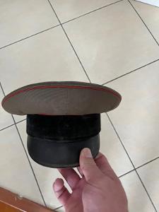 Stará vojenská čepice, brigadýrka