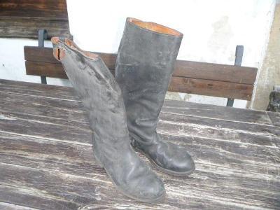 Staré velké vojenské vysoké kožené boty - asi ČSLA