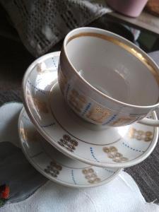 dva pěkné porcelánové hrnečky s podšálky made in USSR