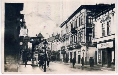 Košice-pravá fotografia, ulica, obchod Dokupil