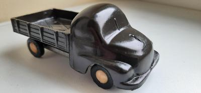 Retro hračka IGRA autíčko Tatra 137