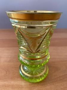 Biedermeier sklenice z uranového skla, rok cca 1845, výška 11,5 cm, pr
