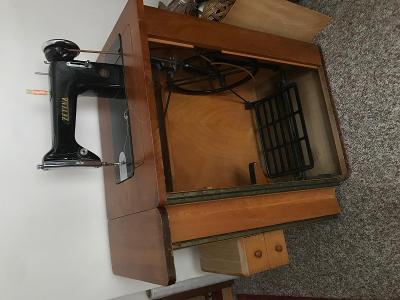 Starý šicí stroj ZETINA