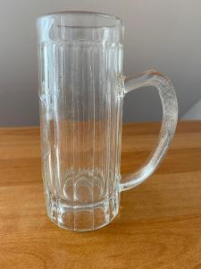 Pivní sklenice z litého skla, objem 0,3 l, rok cca 1900, výška 16 cm,