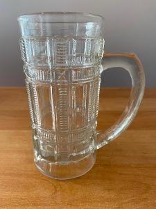 Pivní sklenice z litého skla, objem 0,3 l, rok cca 1920, výška 14,5 cm