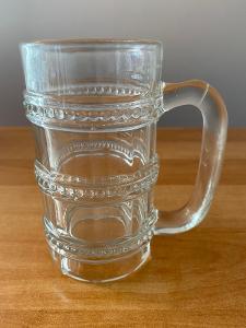 Pivní sklenice, objem 0,3 l, rok cca 1920, výška 13,5 cm, průměr 7 cm,