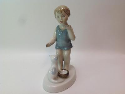 Porcelánová soška dívka s kočkou Royal dux