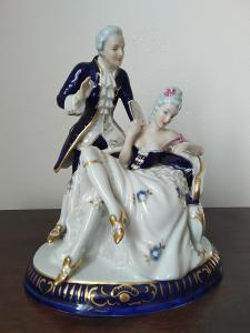 Royal dux kanapíčko porcelánová soška rokoko pár