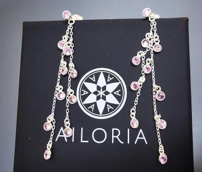 Stříbrné náušnice s růžovým quartzem Ailoria. PC: 2200 Kč.