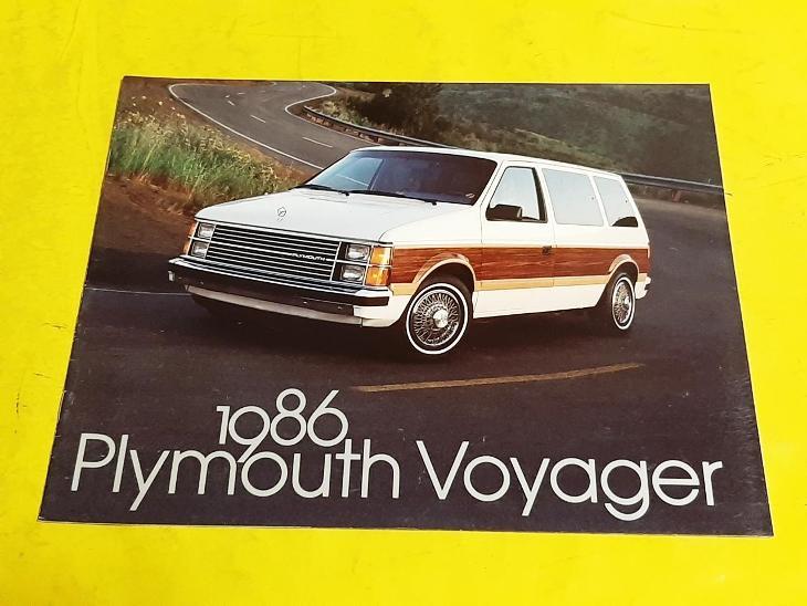 --- Plymouth Voyager (1986) -------------------------------------- USA - Motoristická literatura