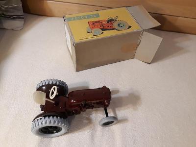 Ites bakelitový Traktor Zetor 25 Technoplast 1955 s krabicí rarita