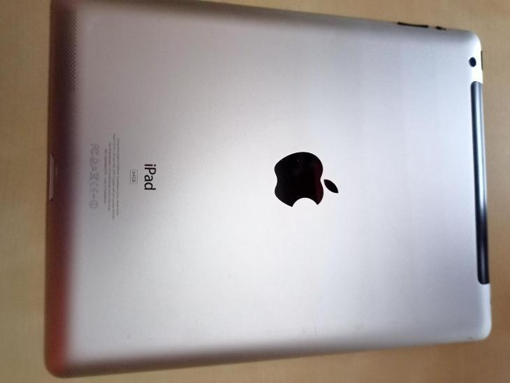 iPad (3. generace) - Tablety a čtečky e-knih