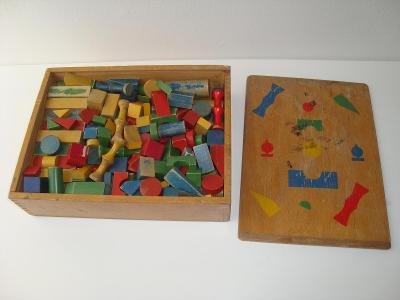 Dřevěné kostičky v krabičce