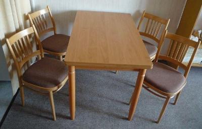 Jídelní stůl rozkládací a 4 židle