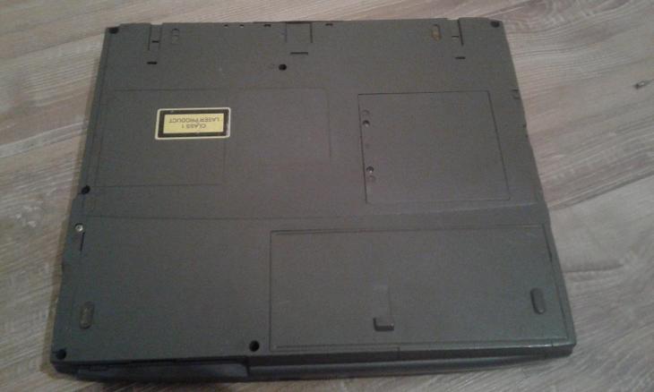 starý notebook TOSHIBA Satellite Pro 4200 series - Historické počítače