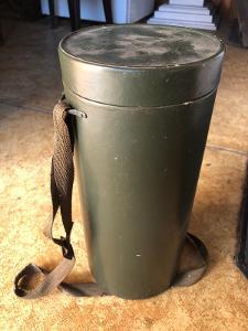 Vojenská plynová maska s pouzdrem