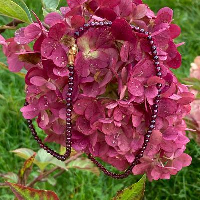 Granátový náhrdelník.