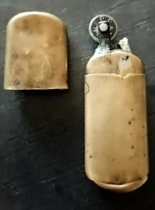 Hodně starý mosazný vojenský zapalovač 6,5 cm