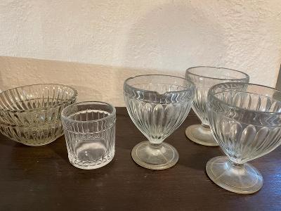 Sada 6ks retro vroubkované sklo - 3 poháry, 2 misky, 1 sklenice