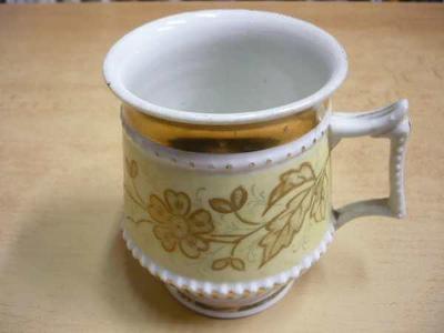 Starý porcelánový hrnek
