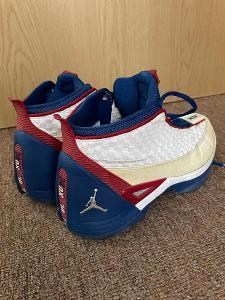 Jordan se 15 boty