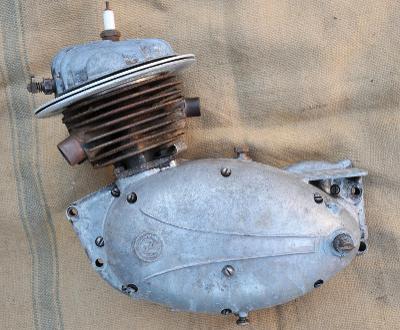 Originál upravený závodní motor ČZ 125 T - výrobní číslo 00022