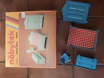 Ložnice pro panenky - chemoplast Brno - nehrané - krabice