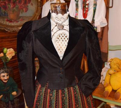 !!! Luxusní dobový hedvábný kabátek vel. 38/40 !!!
