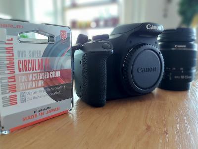 Canon 2000D + objektiv Canon EF-S 18-55 IS II + CPL filtr Marumi